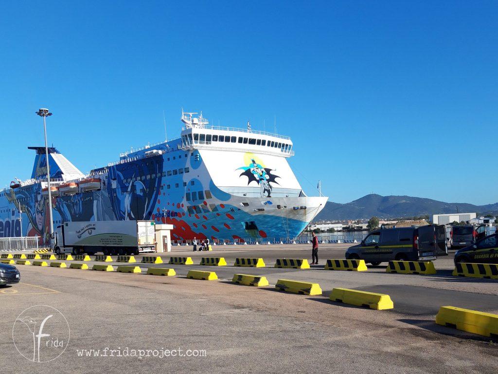 Traghetto avvistato al porto, che ha fatto innamorare i miei figli!
